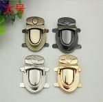 Professional custom luxury gold zinc alloy metal bag push locks 35*40 mm Manufactures