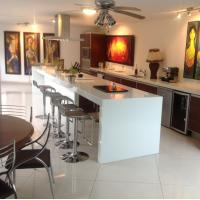 White Artificial Quartz Stone Kitchen Countertops And Island Customized Manufactures