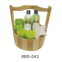 China Olive Luxury Bubble Bath Gift Sets Pure Herbal With Basket Barrel #8BS-043 on sale