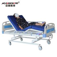 Three Cranks Manual Hospital Beds , Adjustable Patient Bed Easy Operation With Controller Manufactures