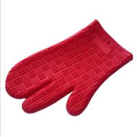 China New Design Red Color Three Finger Non-slip Grip Heat-resistant Silicone Baking Glove Oven Mitt on sale