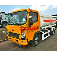 HOWO 1000 - 1200 Gallons Petrol Tank TruckCarbon Steel Tank Material Manufactures