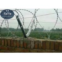 Top Concertina Barbed Wire Fence Post Bolt On Barb Wire Arms With 6 Holes