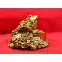 Bronze golden toad with gem Manufactures