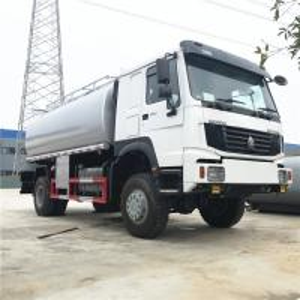 China Sinotruk HOWO 4x4 Fuel Tank Truck , High Suspension Water Tank Truck 12-15m3 on sale