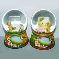 Snow Globes, Available in Various Diameters and Designs Manufactures