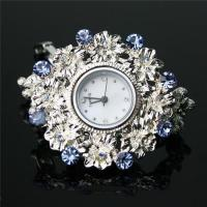 China Fashion Luxurious Diamond Quartz Wrist Watch on sale