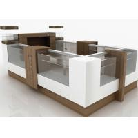 Small Attractive Retail Mall Kiosk Veneer Wooden Glasses Material 12 Square Meters Manufactures