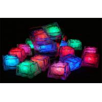 Rechargable RGBW Color LED Illuminated Ice Cubes With Lights Square Shape Manufactures