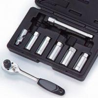China 8-piece Torque Limited Ratchet and Spark Plug Socket Kit on sale