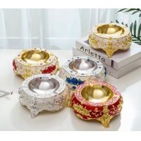 China Etching Edge Cutting Zinc Alloy Cigarette Ashtray on sale