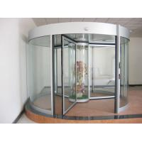 Commercial Three wing automatic revolving door 150KG with central showcase Manufactures