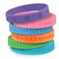 cheap silicone bracelet with debossed logo Manufactures