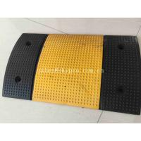 China Triped High Reflective Molded Rubber Products Recyclable Rubber Speed Hump on sale