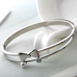 Beautiful Bowknot Women Bracelet Jewelry , Stainless Steel Diamond Bangle,Pearl Stainless Steel Bracelet Manufactures
