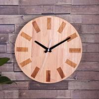 Custom Hang On Wooden Clock Simple Round Shape for Home Decoration Manufactures