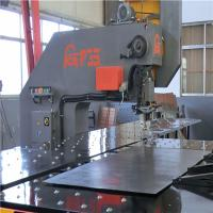 China 6mm Thickness CNC Punching Machine Fiber Laser Cutting Machine With Computer Control on sale