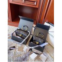 China 66909# Small sheepskin folding box I think the most fashionable use of this bag is to hold the ring and let the long sho on sale