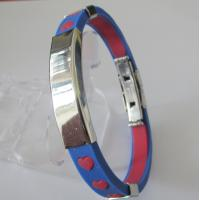 Fashion Jewellery Custom Rubber Bracelets with Heart Design Manufactures