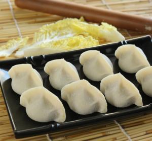 China Tasty Different Flavor Frozen Processed Food , Frozen Chinese DumplingsJiaozi on sale
