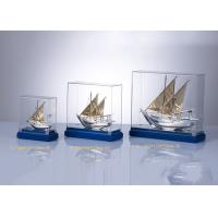 Wooden Base Arab Cultural Souvenirs / Fish Boat Model With Custom Flag Manufactures