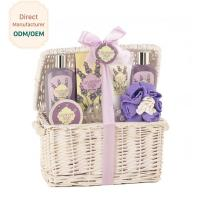Women Relaxing Bath Gift Sets , Luxury Bath Gift Baskets Coconut Lime Scent Manufactures