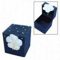 Small Jewelry Gift Boxes with a Plastic Flower and Some Beeds Outside Manufactures