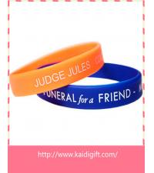 Quality fashion debossed silicone bracelet bangle for sale