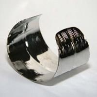 Distribute good looking low cost tattoo silicon bangle (STB-075)