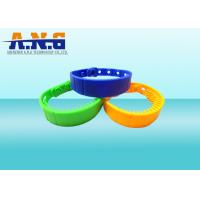 Rewritable  ISO14443A NFC Rfid Wristbands Silicone Customized Logo Manufactures
