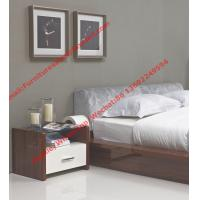 Quality Modern italian fabric upholstery pad for gloss bedroom furniture by bed and nightstand for sale