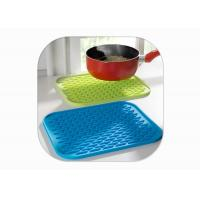China Heat Resistant Anti Slip Silicone Mat / Silicone Pot Mat Square Shape FDA Certified on sale