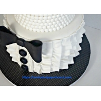China Black and White Cake Board with Polyester PET Film Laminated White Board Cardstock for Cake Tray on sale