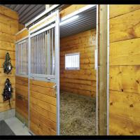 China Modular Horse Stall Kit Side Vented Horse Stable Box With Longlife Sliding Door on sale
