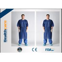 China Waterproof Short Sleeve Disposable Patient Gown PP / SMS / SMMS / SMMMS Material on sale