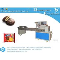 The packaging machine automatically cuts chocolate chip butter cookies Manufactures