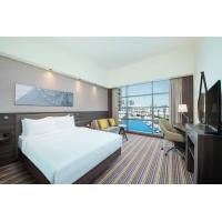 China Holiday Inn Inexpensive Economical Hotel Bedroom Furniture Sets Solid Wood Material on sale