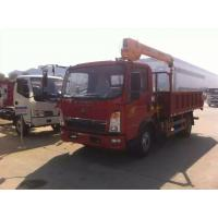 China 2020s bottom price SINO TRUK HOWO RHD 2.5tons truck with crane for sale, factory sale HOWO 4*2 RHD 2.5tons trck crane on sale