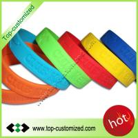 2012 Newest style debossed silicone bands customized Manufactures