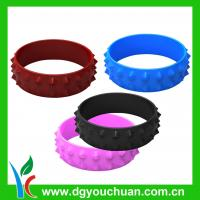 China 2012 Newest style debossed silicone bands customized sports silicone bracelets on sale