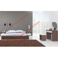 Modern italian fabric upholstery pad for gloss bedroom furniture by bed and nightstand Manufactures