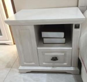 Bedroom White Wooden Bedside Table / Left Side Small Bedside Drawers Manufactures