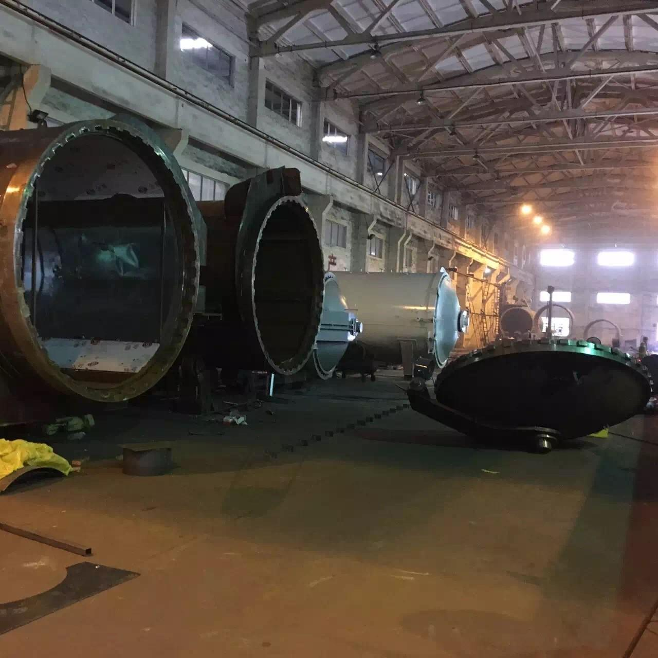 Rubber Vulcanizing Autoclave With Safety Interlock , Automatic Control High Temperature And Low Pressure Manufactures