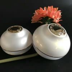Ball Cream Cosmetic Jar White Color Acrylic Plastic 30g 50g  Onion Shape Jar Manufactures