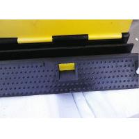 Police Control Removable Speed Bumps Black Base 27° Incline Angle Manufactures