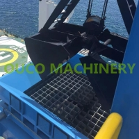 Customized Rail Mounted Type De Dust Port Material Hopper Manufactures