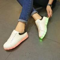 Hot Selling Glow Fashion LED Shoes Manufactures