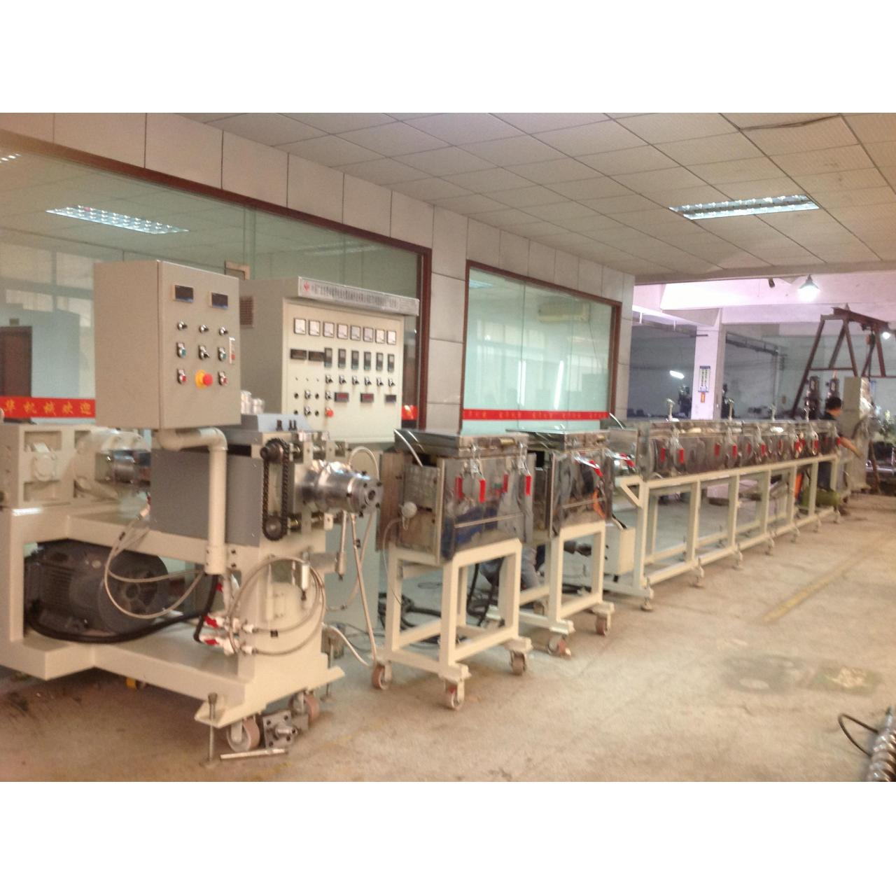 THE EXTRUSION MACHINE SERIES 32620512416 Manufactures