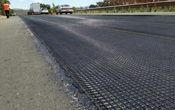 Quality Strengthen Road Surfaces Woven Knitted Fiberglass Geogrid for sale