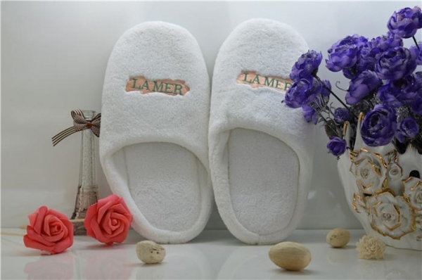 China Good Quality 5 Star Velvet Disposable Hotel Slipper